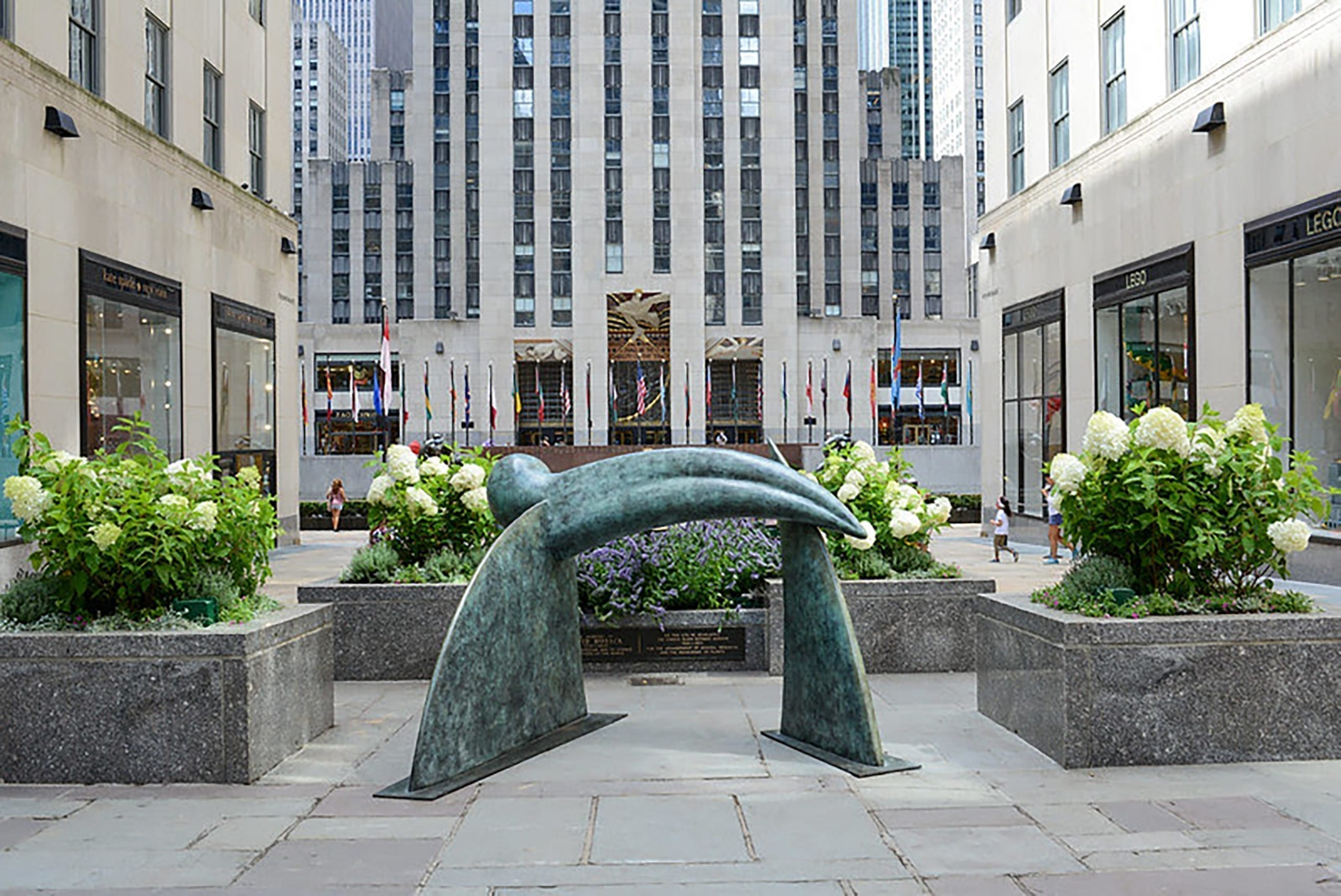 Inside Job, 2019. Bronze, 63 x 104 3/8 x 85 1/16 inches (160 x 265 x 216 cm). In Frieze Sculpture. Installation view, 2020. Rockefeller Center, New York. Photo: Casey Kelbaugh.